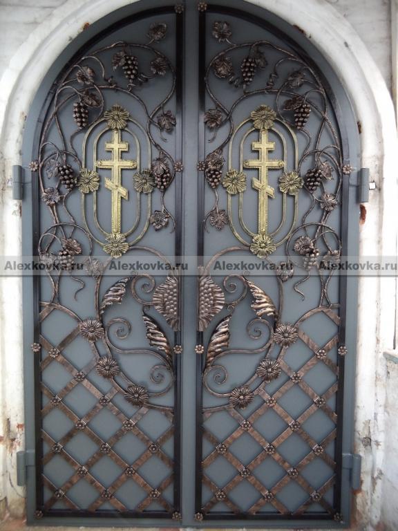 дверь входная в храм